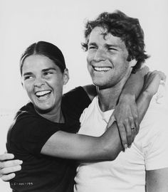 ryan o neil Ali MacGraw A look at the iconic style of the actress, model, and animal-rights activist. Ryan O'neal, Love Story Movie, I Movie, Movie Stars, 80s Movies, Movie Couples, Famous Couples, The Hollywood Reporter, Hollywood Actor
