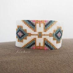 Love this pattern Bead Loom Designs, Beadwork Designs, Bead Loom Patterns, Beading Patterns, Bead Loom Bracelets, Beaded Bracelet Patterns, Loom Bands, Art Perle, Native Beadwork