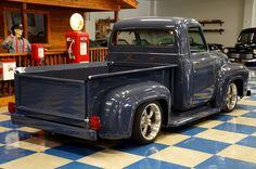 Old Ford Trucks, Pickup Trucks, Classic Trucks, Classic Cars, 1956 Ford F100, Rat Rod Cars, Old Pickup, Old Fords, Heavy Truck