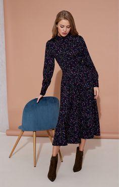 ac4699421a9 Платье-миди с эффектом запáха с ярким принтом в миниатюрные цветы TOPTOP  STUDIO   2000001149980