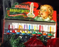 NOMA Bubble-Lites - my aunt had these, I thought they were so cool! Old Time Christmas, Old Fashioned Christmas, Retro Christmas, Vintage Christmas Cards, Vintage Holiday, Christmas Photos, Winter Christmas, Christmas Lights, Christmas Decorations
