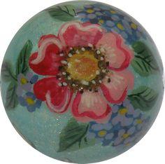 Heckenrose mit Flieder. Kugelrunde Kunst auf 2 cm Durchmesser...