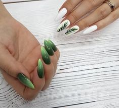 If you're looking to do seasonal nail art, spring is a great time to do so. The springtime is all about color, which means bright colors and pastels are becoming popular again for nail art. These types of colors allow you to create gorgeous nail art. Nagellack Design, Different Nail Shapes, Acrylic Nail Shapes, Acrylic Nails, New Nail Art, Green Nails, Green Nail Art, Black Nails, Super Nails
