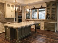 """102 kedvelés, 6 hozzászólás – Chateau Kitchens (@chateaukitchens) Instagram-hozzászólása: """"The owners of Chateau Kitchens personal kitchen! They close on their new home in a couple weeks.…"""""""