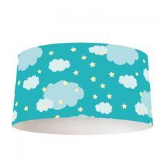 Lampenkap in de wolken Lampenkap   Op zoek naar een leuke lamp? Verlichting in de babykamer maak je nu extra gezellig met deze lampenkap. Het frame is verkrijgbaar in verschillende formaten én in zowel hangende als staande lampen. De buitenrand van de lampenkap bestaat uit een mix van kunststof met daarop een textiellaag, voorzien van een unieke print. #lampenkap #lamp #interieur #foto #fotoprint #wolken #wolkjes #blauw #jongens #babykamer #patroon #illustratie