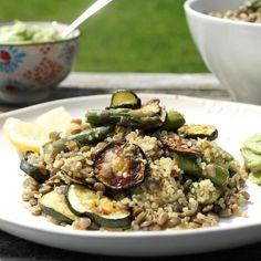 Lemon Quinoa with seasonal asparagus, courgettes & an Avocado-Basil cream. So delicious - Vegan & Gluten free!