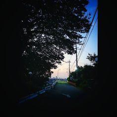 で朝焼けを追いかけてチャリを走らせた途中の道 Today is coming up. #snapshot #streetview #earlymorning #sunrise #fineday #qx100 #朝の風景 #朝焼け #イマソラ #ケサソラ