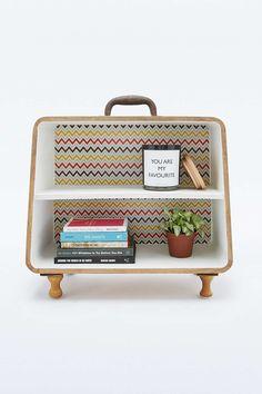 Étagère en forme de valise