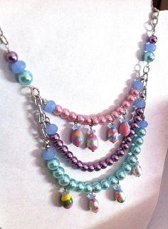 Handpainted Easter egg pastel pearl necklace por BeadingByJenn, $40.00