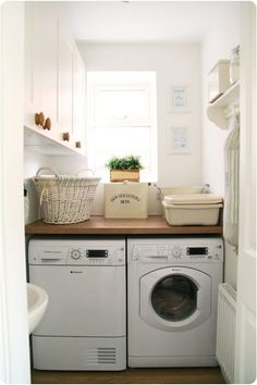 Small Laundry Room Ideas (on a BUDGET) – Laundry room organization and small laundry room ideas. These laundry room makeover pictures are amazing before and after laundry area makeovers. Tiny Laundry Rooms, Basement Laundry, Farmhouse Laundry Room, Laundry Room Organization, Laundry Room Design, Laundry In Bathroom, Laundry Area, Farmhouse Style, Compact Laundry