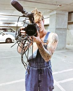 Kian filmed a new video.