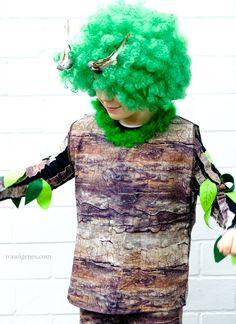 DIY Karneval Kostüm selber machen: Baum   Baum-Stoff, grüne Afro Perücke, Blätter aus Filz, Deko Vögel   Kostüm selber nähen und basteln   Karneval, Fasching, Halloween   #costume #karnevalkostüm #baumkostüm  waseigenes.com Halloween Kostüm, Halloween Costumes, Afro, Carnival, Fake Birds, Tree Costume, Halloween Costumes Uk, Carnavals, Africa