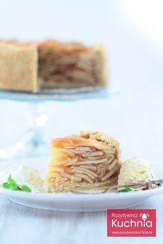 Wysoka #szarlotka na kruchym cieście - #przepis z filmem krok po kroku  http://pozytywnakuchnia.pl/szarlotka/  #ciasto #kuchnia #jablka
