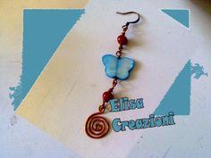 Orecchini estivi con farfalla in madreperla perlina di corallo e  spirale in rame ;)