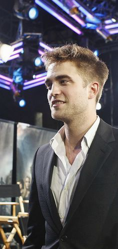 Rob Pattinson at the Eclipse cast Twilight Special on Jimmy Kimmel in 2010
