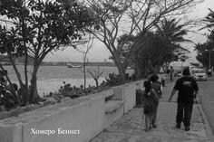 Paseando a los niños por el Paseo Rivereño