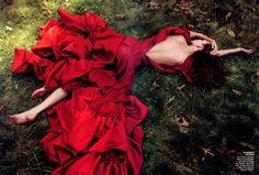 Photographer: Annie Liebovitz - Model: Karlie Kloss fo Vogue
