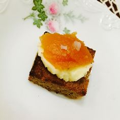 Tosta de Centeio com Manteiga e Marmelada, um doce salgado muito saboroso!