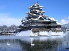 「日本のお城って、なんでこんなにカッコイイの(´・ω・`)」【海外反応】 Japanese Castle, Japanese Temple, Japan Fashion, Japan Style, Samurai, Iglesias, Medieval, Beautiful Homes, Castles