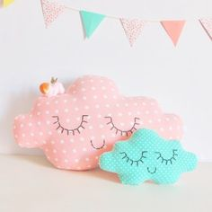 cute little cloud pillows by alba Cute Pillows, Diy Pillows, Decorative Pillows, Cushions, Sewing Toys, Baby Sewing, Cloud Craft, Sewing Projects, Projects To Try