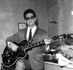grayflannelsuit: Roy Orbison rehearses in his dressing room before going on stage at the Gaumont Theater in Doncaster, England during his first UK tour in Happy Birthday, Roy Orbison (April 1936 – December Classic Blues, Classic Rock, Travelling Wilburys, Jeff Lynne, American Bandstand, Roy Orbison, Music Icon, 70s Music, Fleetwood Mac