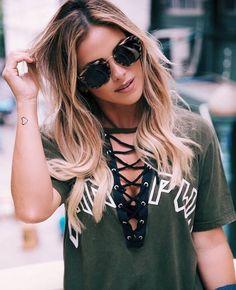 A @nandaportella está sempre por dentro das últimas tendências de moda Arrasou de #Prada !! #oticaswanny