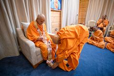 Pujya Tyagvallabh Swami honors Swamishri with a garland Folded Hands, 30 September, Live Wallpapers, Garland, Two By Two, In This Moment, Garlands, Floral Crowns