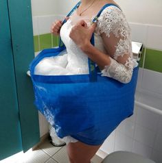 How to go to the bathroom in a wedding dress: A bridal bathroom helper - - How to go to the bathroom in a wedding dress: A bridal bathroom helper BaaHaaHaaa! How to go to the bathroom in a wedding dress: Bridal bathroom helper IKEA Blue Bag Hack Ikea Wedding, Wedding Tips, Diy Wedding, Wedding Gowns, Wedding Day, Wedding Ceremony, Wedding Hacks, Wedding Decorating Hacks, Casual Wedding