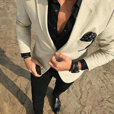 Perfect the smart casual look in a beige blazer and black casual pants. Elevate … Perfect the smart casual look in a beige blazer and black casual pants. Elevate this ensemble with black leather double monks. Mens Fashion Suits, Mens Suits, Blazer Fashion, Stylish Men, Men Casual, Smart Casual, Casual Pants, Style Costume Homme, Traje Casual