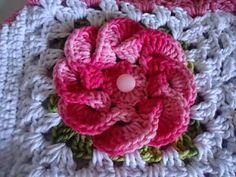 closet for crocheted napkin: مربع كروشة مع وردة.granny crochet with center rose...