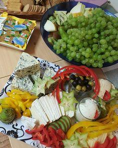 It's Saturday night after all. Last night at the interpreter course.  #LCHF #lchfklubben #loosingweight #nopainnogain #lowcarb #gym #overweight #mywayback #kost #nutrition #tasty #healthy #health #training #träna #nyttigt #Gott #lchffunkar #delicious #jönköping  #delicious #ägg #lågkolhydratkost #gottsomfan  #saturday #lördagkväll #cheese #ostbricka #ost #brie #gorgonzola by the_democratic_interpreter