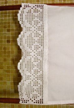 This post was discovered by Ay Crochet Trim, Love Crochet, Crochet Lace, Crochet Flowers, Filet Crochet Charts, Crochet Stitches, Crochet Patterns, Crochet Curtains, Crochet Doilies