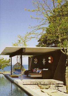 Lovely Outdoor Room: simple elegant, structure. ECLECchic: MUY SESENTERO: Jonathan Adler