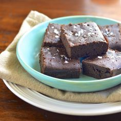 These gluten free double chocolate salted brownies are grain and dairy free. Plus they are fudgey and delicious! #summersoiree