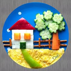 House with food for children Haus mit Essen für Kinder Cute Snacks, Cute Food, Good Food, Kids Food Crafts, Food Art For Kids, Creative Food Art, Food Carving, Kids Menu, Food Decoration