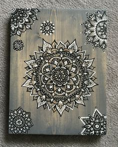 ~love the idea of using black and white markers for mandala. Wood Burning Stencils, Wood Burning Crafts, Wood Burning Patterns, Wood Burning Art, Wood Crafts, Mandalas Painting, Mandalas Drawing, Dot Painting, Painting On Wood