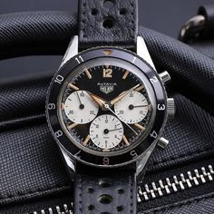 We really really love vintage Heuer and this early 2446 from a few weeks ago sets the heart aflutter every time. What a watch!