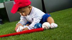 Sebastián esta listo para la temporada final de la pelota de grandes ligas. MLB @mlb #rcfoto #kids #kid #instakids #child #children #childrenphoto #love #cute #adorable #instagood #young #sweet #pretty #handsome #little #photooftheday #fun #family #baby #instababy #play #happy #smile #instacute #baseball