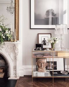 Home Interior Living Room Love everything about Baz Luhrmann and his wifes home. Elegant Home Decor, Elegant Homes, Interior Design Inspiration, Room Inspiration, Interior Design New York, Living Room Decor, Living Spaces, Dog Spaces, New York Homes