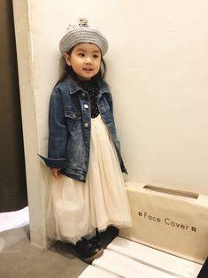 試着室からおはようございます☀ 母の試着に付き合って待機中の娘。笑 あおmadeのチュールべレー