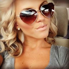 loving the sunglasses and the little lowlights underneath the blondeness haha very cute.
