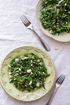 An easy salad with fresh spinach, quinoa, goat cheese, and pine nuts tossed in a simple vinaigrette. Goat Cheese Recipes, Goat Cheese Salad, Veg Recipes, Side Recipes, Healthy Salad Recipes, Healthy Foods, Quinoa Salad, Quinoa Spinach, How To Eat Better