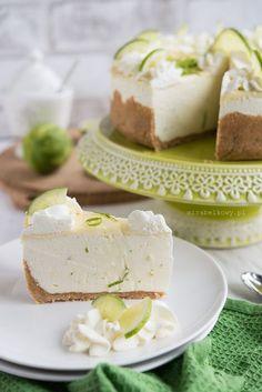 Pomysł na sernik zrodził się z powodu dużej ilości limonek, jakie pozostały mi po Sylwestrze ;) Dodatkową motywacją było to, że od dawna nie... Sweet Recipes, Cake Recipes, Caramel Pecan, Pavlova, Cookie Desserts, Love Cake, Love Food, Cupcake Cakes, Cupcakes