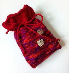 Kirschkernkissen Wärmekissen Säckchen * Katze * Wool Pillows, Cushions, Knitting Yarn, Cuddling, Merino Wool, Etsy, Cool Stuff, Cute, Cotton
