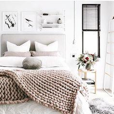 "156 Likes, 2 Comments - L A U R E N S I L V A R I A (@lauren_silvaria_stylist) on Instagram: ""Perfect Saturday sleep in vibes ✌️ Via @oh.eight.oh.nine . . . #weekendvibes✌️ #bedroominspo…"""