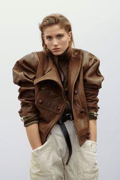 Star Isabel Marant Pre-Fall 2019 Collection - Vogue - Pin This Isabel Marant, Fashion Show, Fashion Outfits, Fashion Design, Fashion Trends, Fashion Weeks, London Fashion, Women's Fashion, Mode Hippie