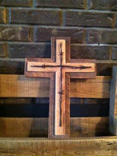 Custom Handmade Barn wood and Pallet Rustic Cross Custom Handmade Barn wood and Pallet Rustic by TNHandmadeCreations Barn Wood Crafts, Barn Wood Projects, Old Barn Wood, Woodworking Projects Diy, Diy Pallet Projects, Primitive Wood Crafts, Woodworking Forum, Primitive Snowmen, Salvaged Wood