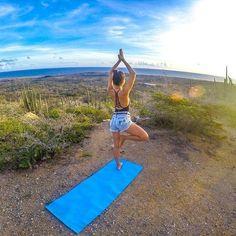 Quer ver sua foto aqui? Use #FelizEmAruba #regram @vamospraonde 🇦🇼 por Manu: Até agora não consigo descrever a sensação e a energia dessa manhã em Aruba. Praticar yoga vendo o sol nascer no mar do Caribe em Alto Vista, que é um dos pontos mais altos da ilha, foi sem dúvidas um dos momentos mais especiais da viagem. Fizemos a aula com a professora @marypucci.  Indico a todos que forem a Aruba viver isso também!! Foi um daqueles momentos que vão ficar na memória pra sempre 💙✨@aruba_br…