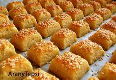 A túrót egy tálba öntjük, majd alaposan összetörjük. (Erre most egy… Hungarian Desserts, Hungarian Recipes, Salty Foods, Salty Snacks, Gourmet Recipes, Dessert Recipes, Cooking Recipes, Easy Sweets, Homemade Crackers