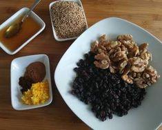 Νηστίσιμα κουλουράκια γεμιστά με καρύδι, σταφίδες και μέλι συνταγή από Zoe Tsomaka - Cookpad Almond, Grains, Beef, Food, Meat, Essen, Almond Joy, Meals, Seeds